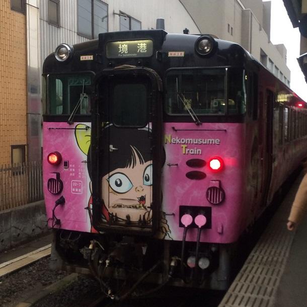 猫娘が描かれた妖怪列車