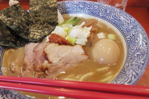 麺処ほん田の「濃厚豚骨魚介特製ラーメン」