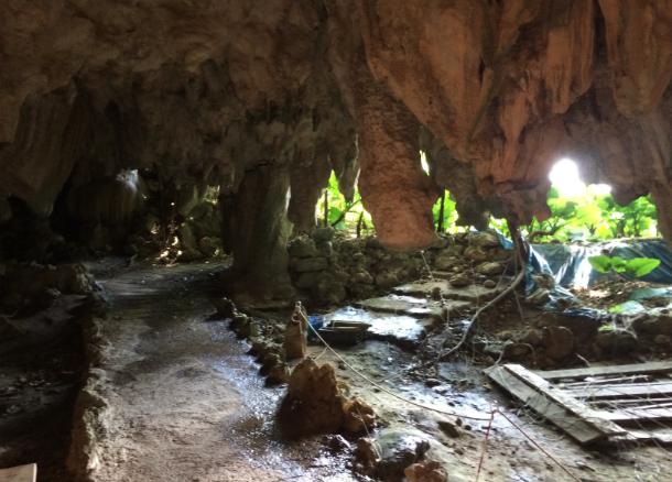 沖縄 ガンガラーの谷 採掘