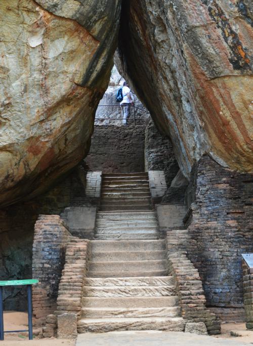 岩のトンネル シーギリヤロック