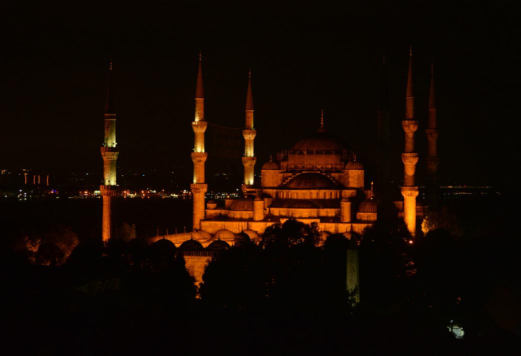 部屋から見えたブルーモスク
