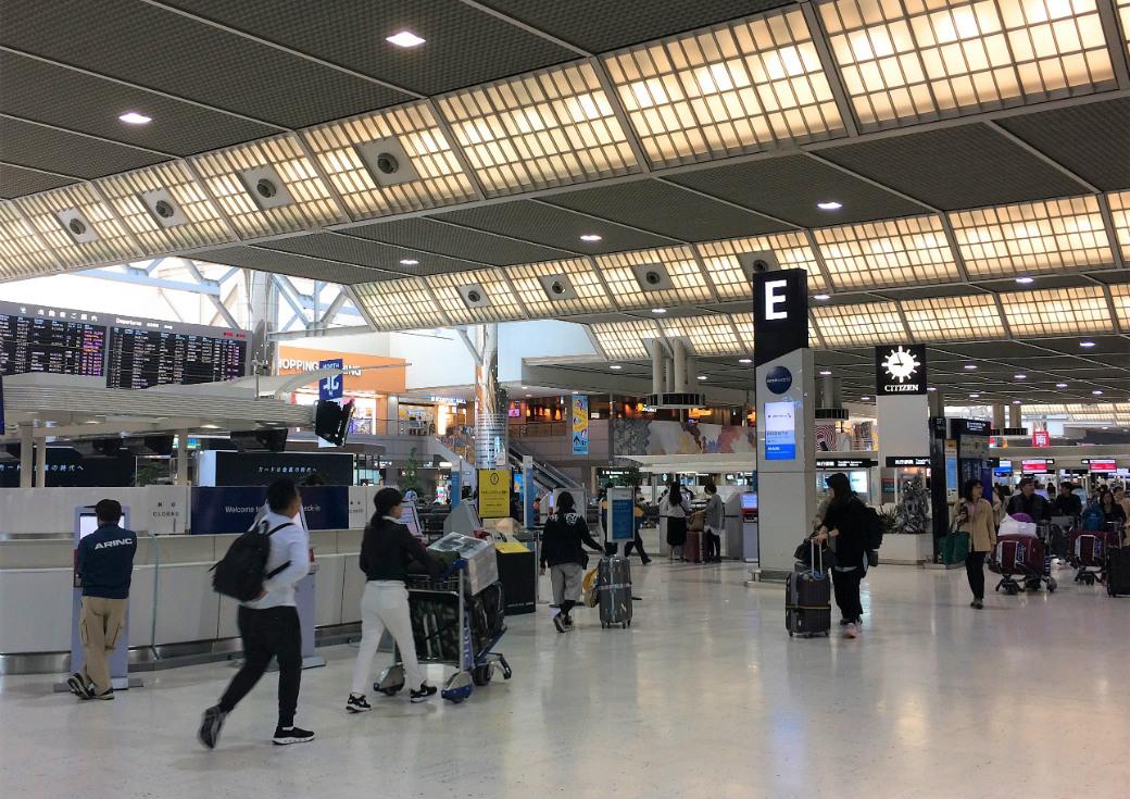 成田国際空港出発ロビー