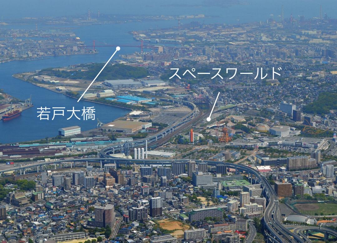 皿倉山から見える若戸大橋とスペースワールド