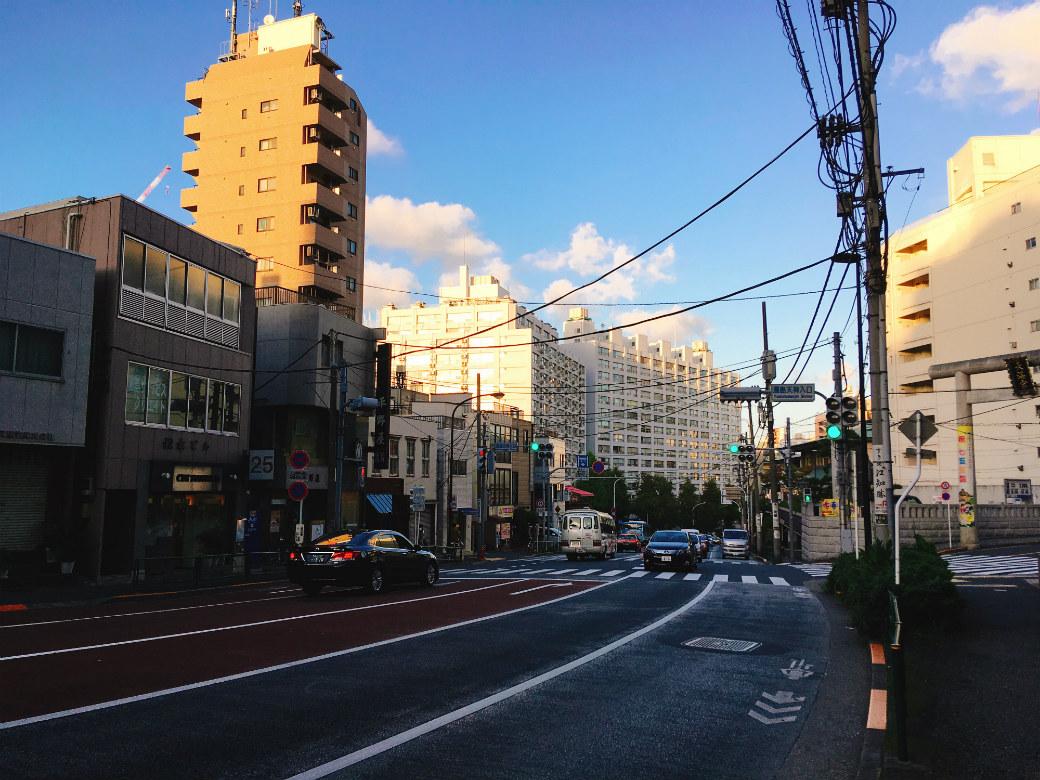 切通坂を下り上野駅へ