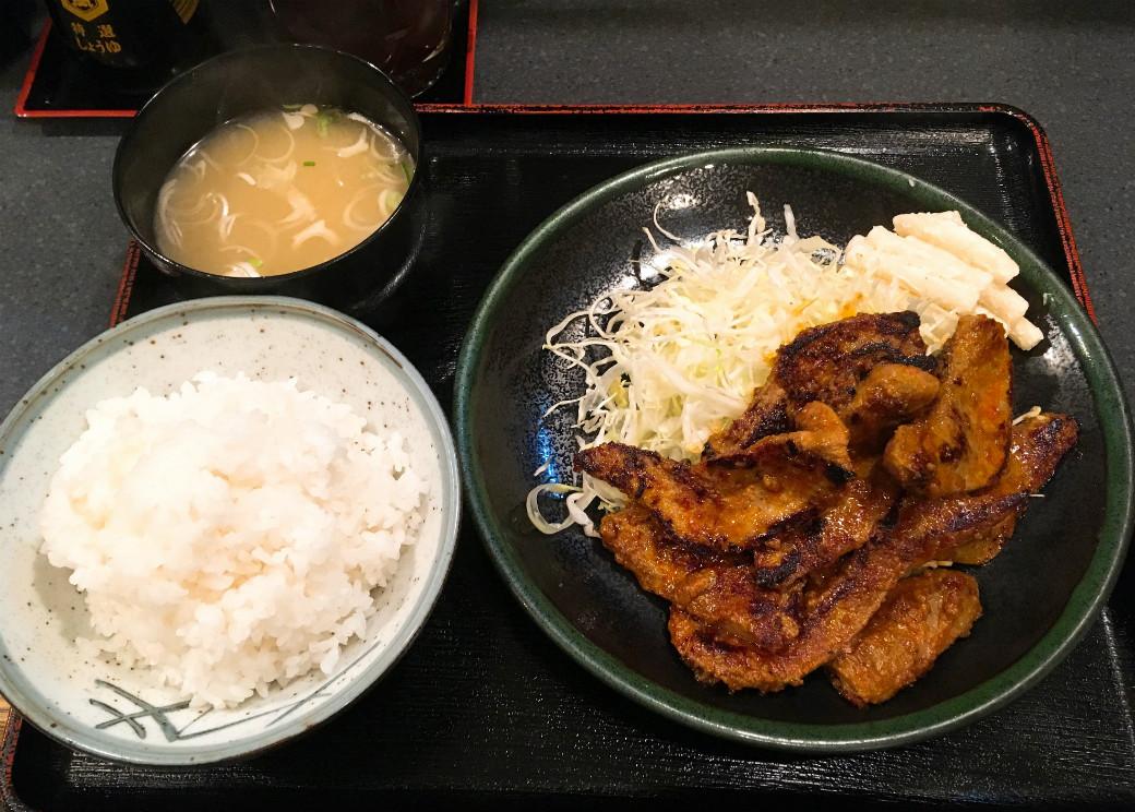 東京都北区十条で食べられるワンコインランチ「レバー味噌焼き」