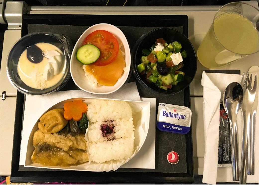 ターキッシュエアラインズエコノミークラスの機内食の写真(成田-アタテュルク間)