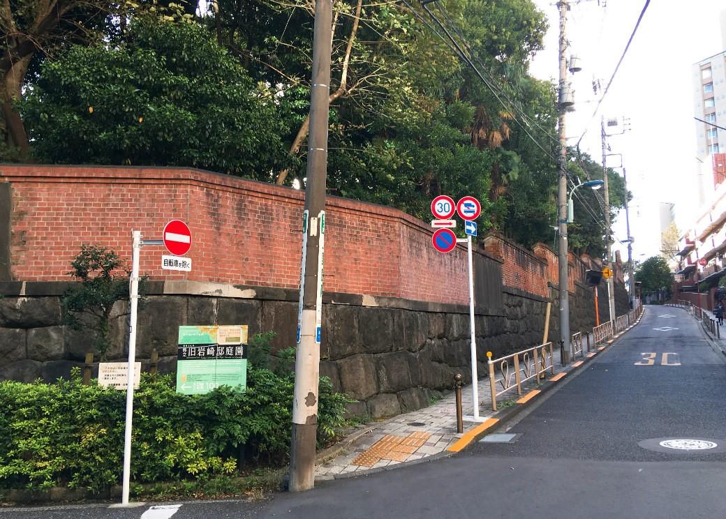 上野恩賜公園不忍池から旧岩崎邸庭園へ向かう道