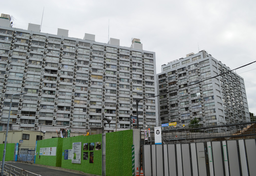 湯島ハイタウンA・B棟外観