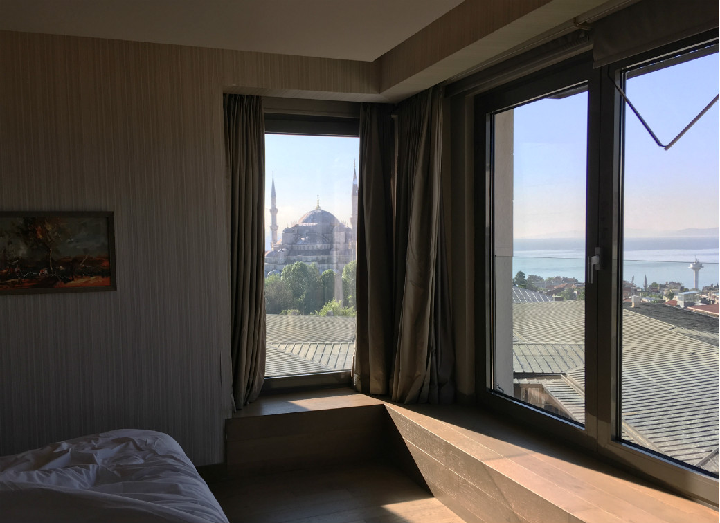 イスタンブールのおすすめホテル「ホテルアルカディアブルー」から見えるブルーモスク