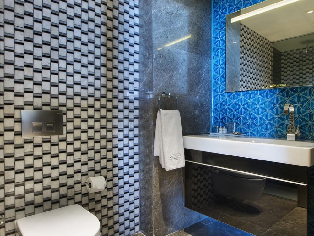 アルカディアブルー「コーナーデラックスルーム」のトイレバス