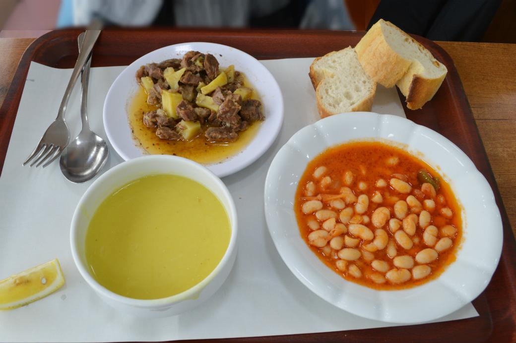 トルコ料理を食べられる大衆食堂ロカンタ