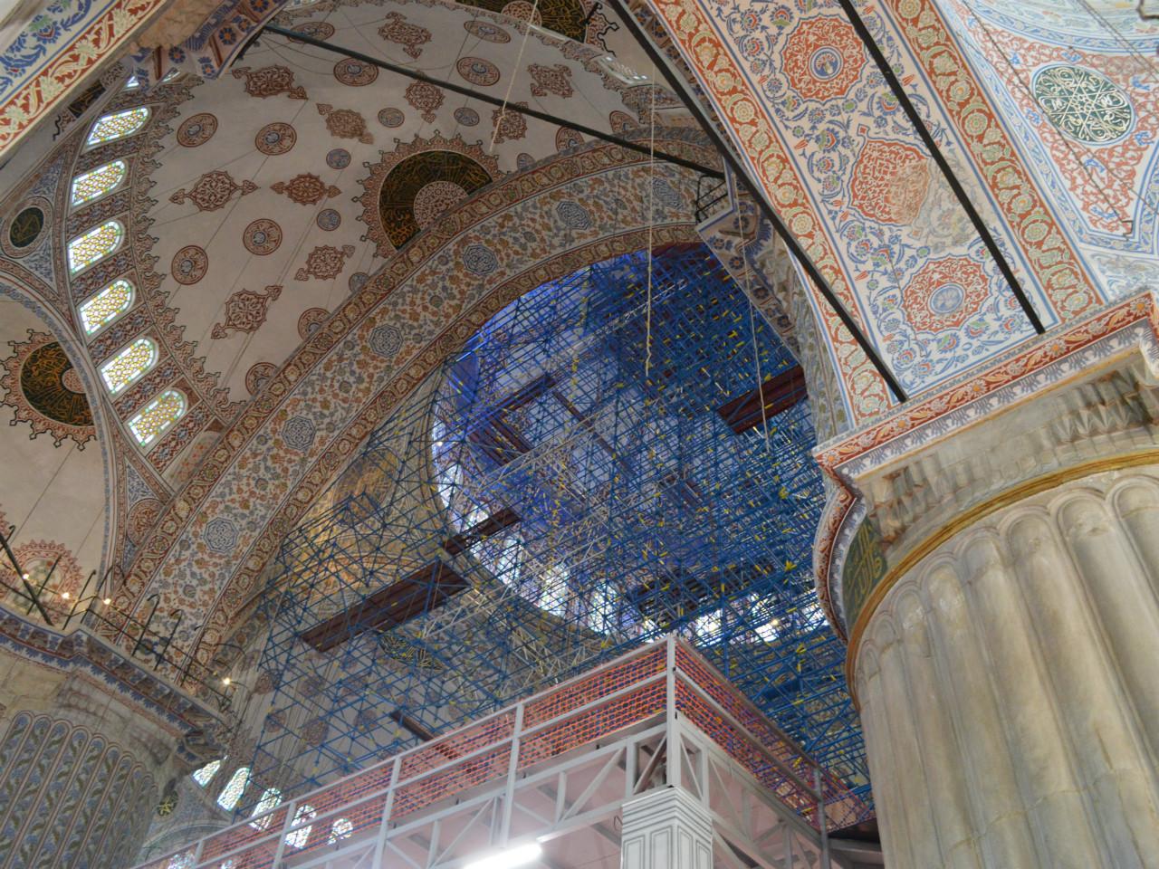 ブルーモスクの天井は改修工事中