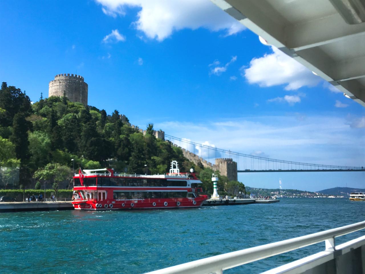 船から見る城塞ルメリ・ヒサル