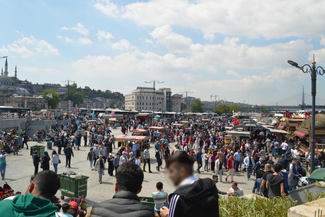 イスタンブールのエミノニュ広場