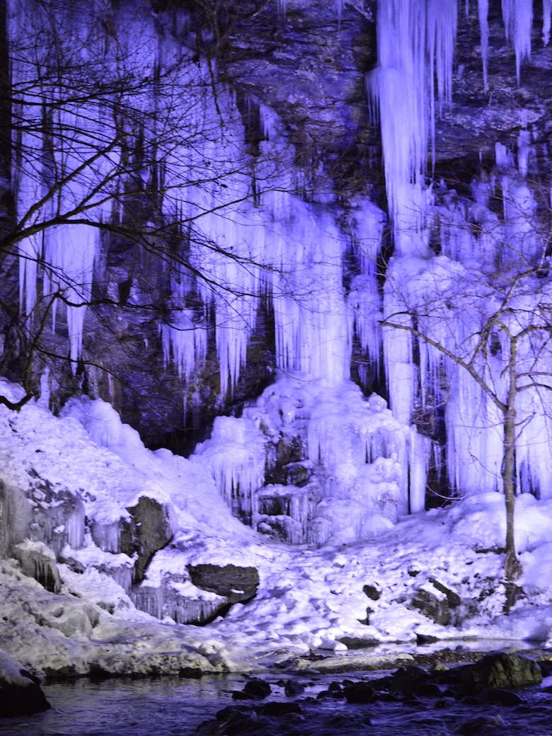 三十槌の氷柱(人工氷柱)のライトアップ