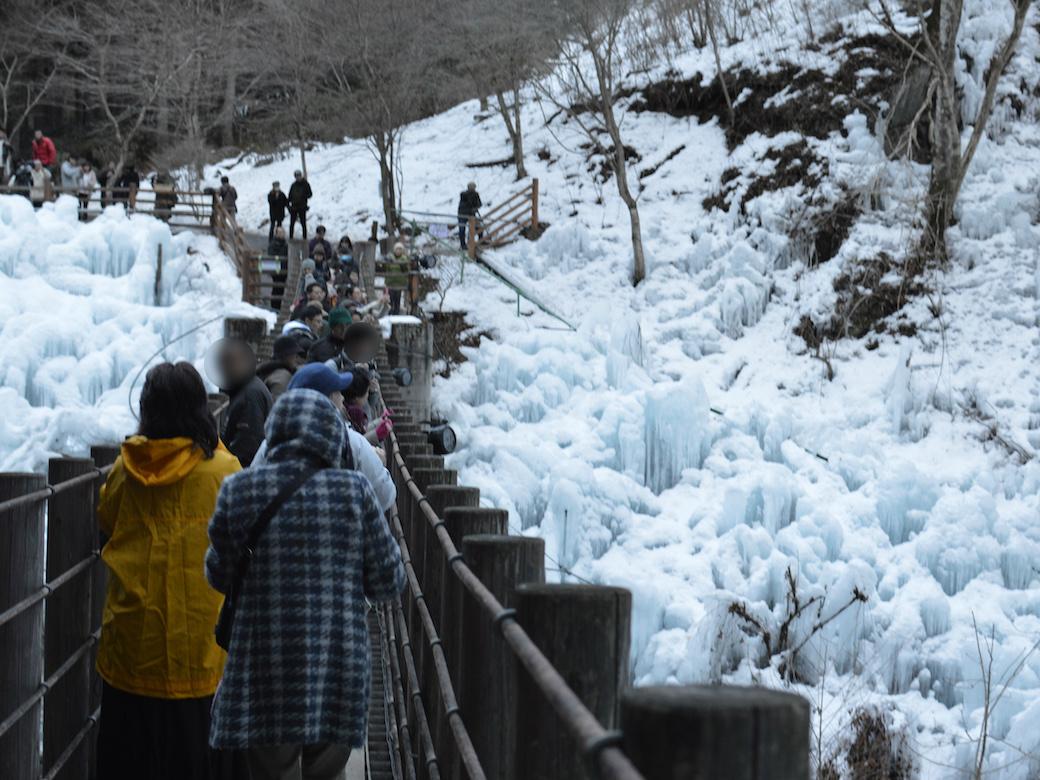 尾ノ内渓谷の橋は定員制だが守られていない