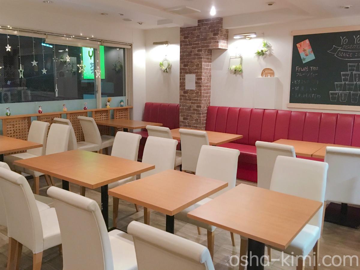 十条にあるカフェ「YoYo茶」店内の雰囲気