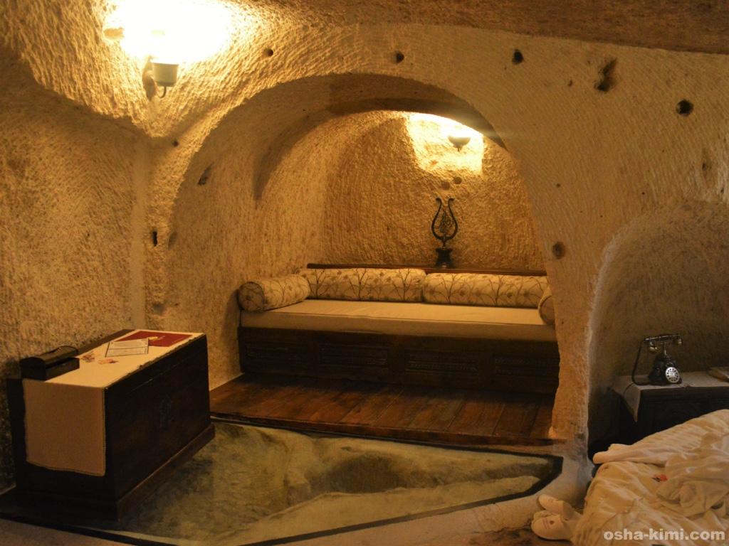 本当に洞窟を利用している部屋のつくり