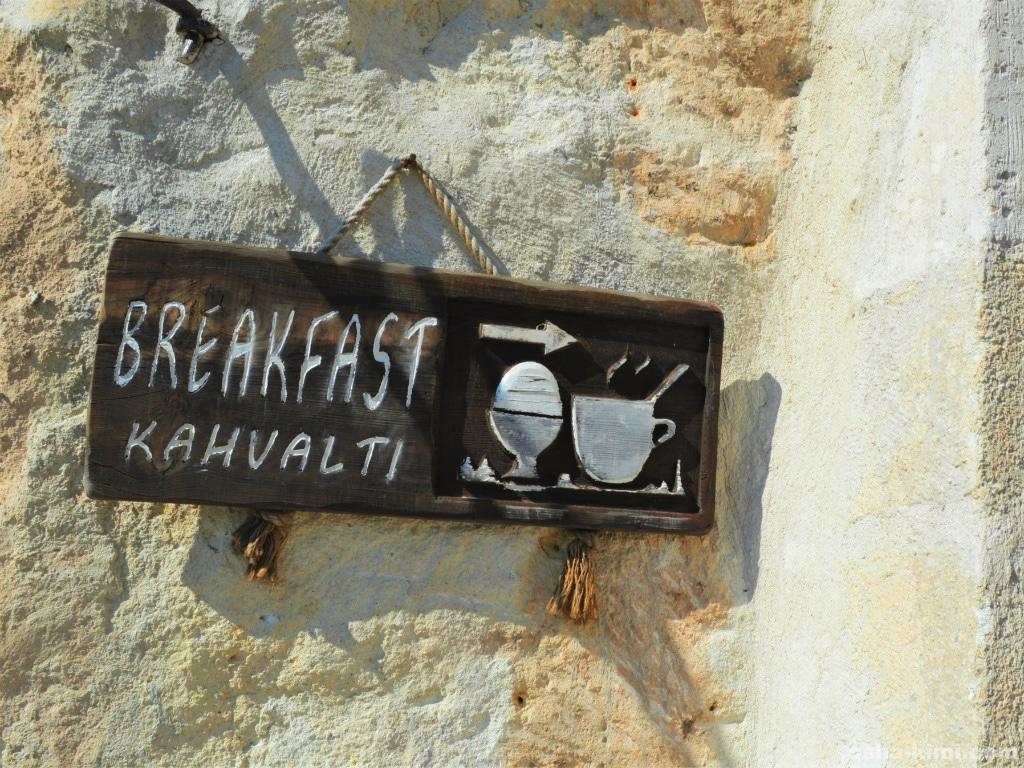 朝食はバイキング形式