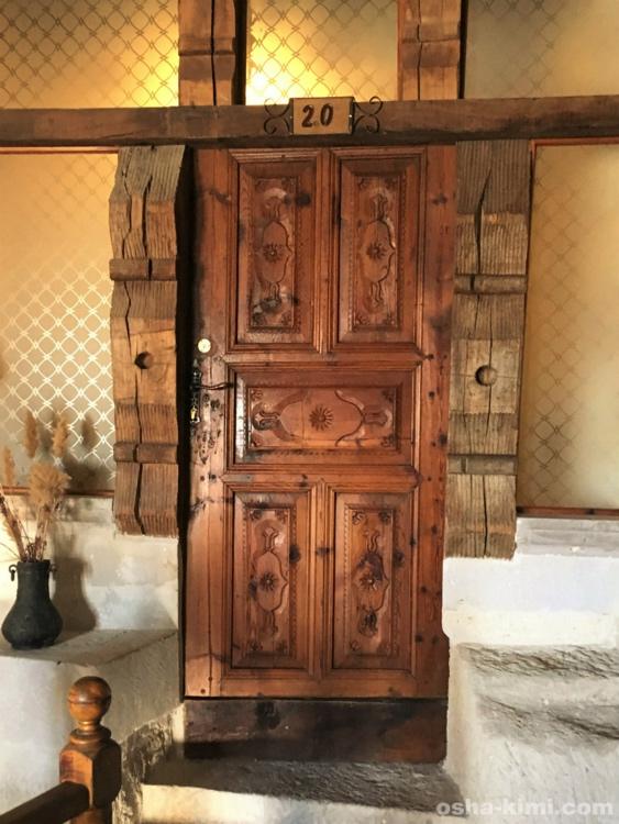 ミスラケーブホテル「フェアリーチムニースイート」の玄関扉