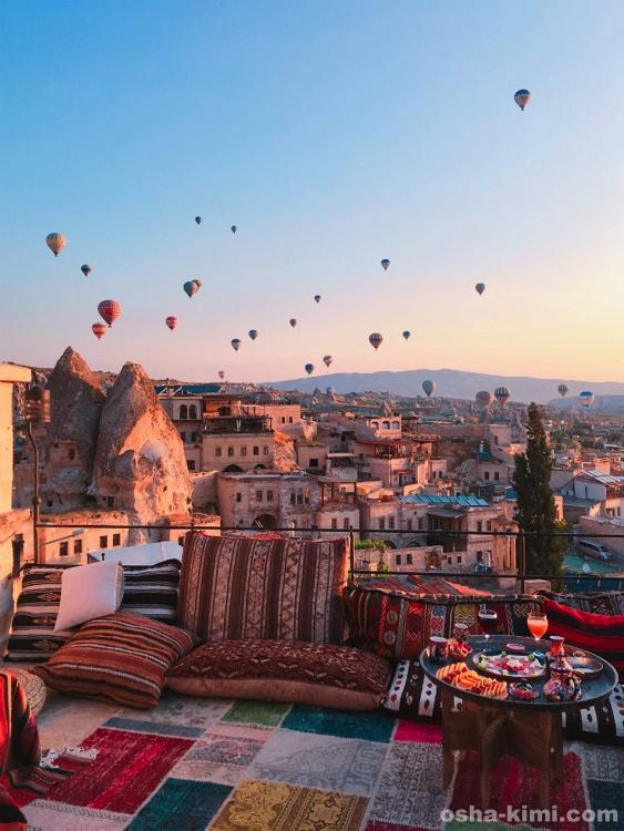 ギョレメの街とカッパドキアの気球