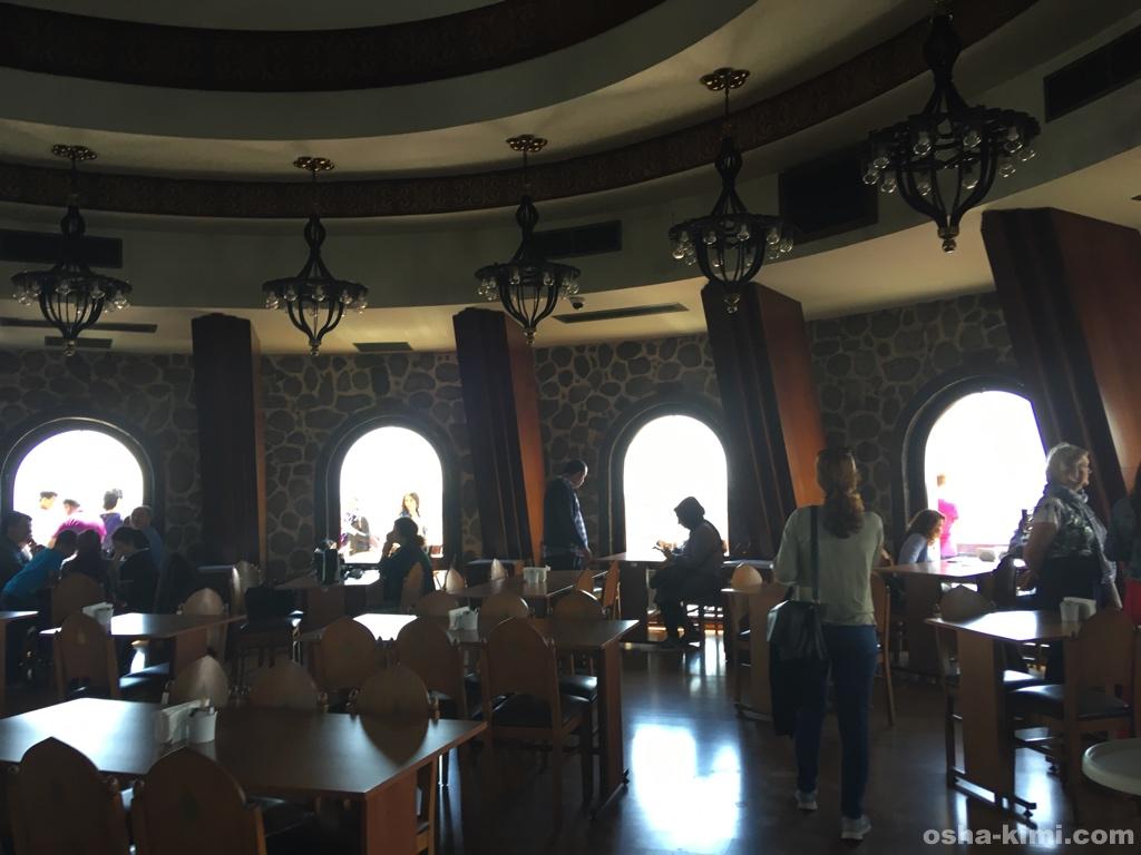 ガラタ塔のエレベーターはレストランにつく