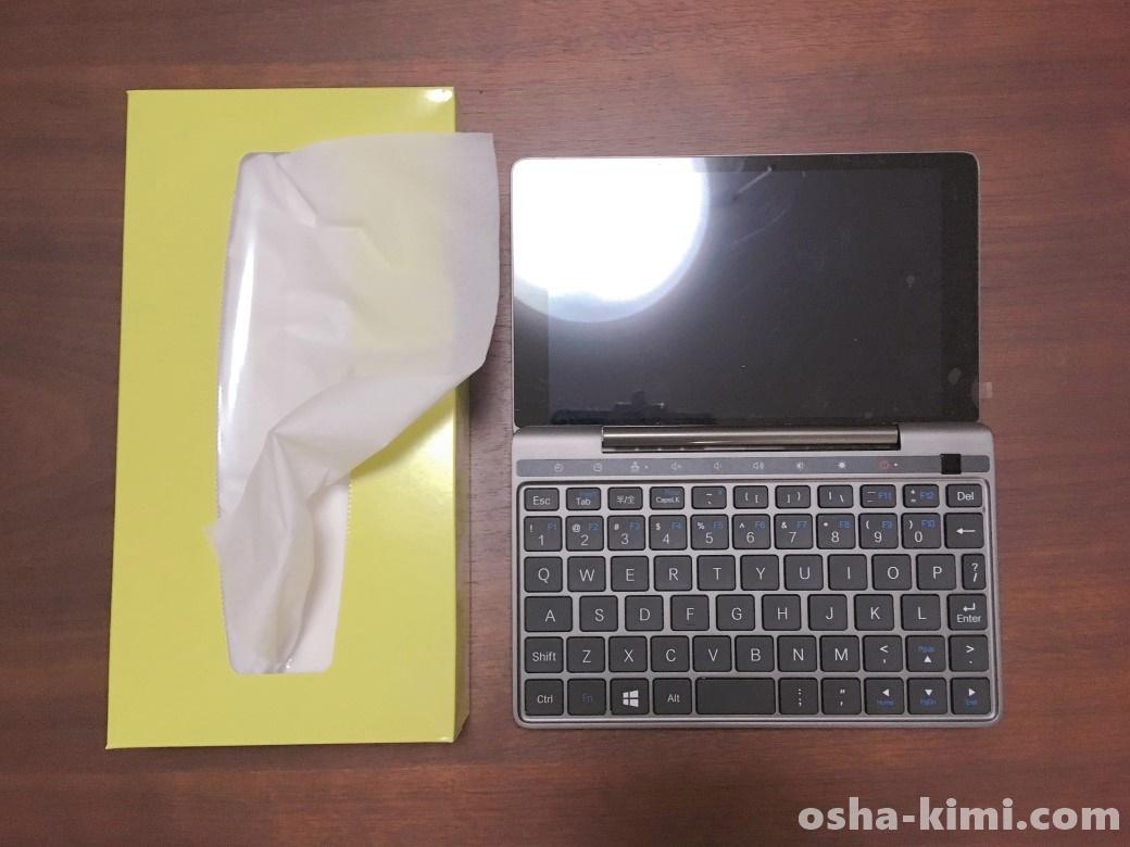 ティッシュ箱とGPDpocket2(180度開き)の大きさを比較