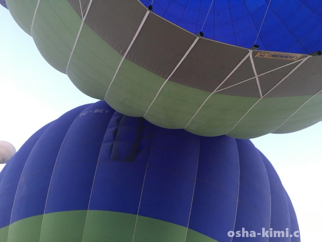 気球ツアーでバルーンがぶつかる