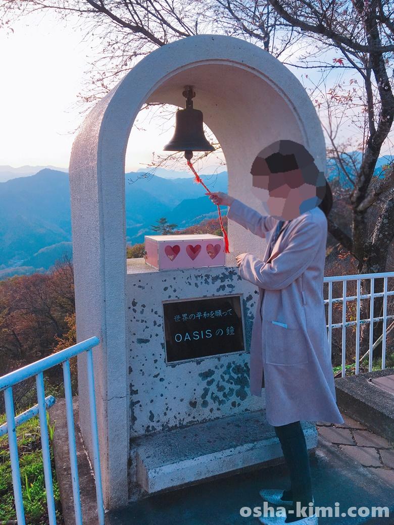 宝登山山頂にあるOASISの鐘