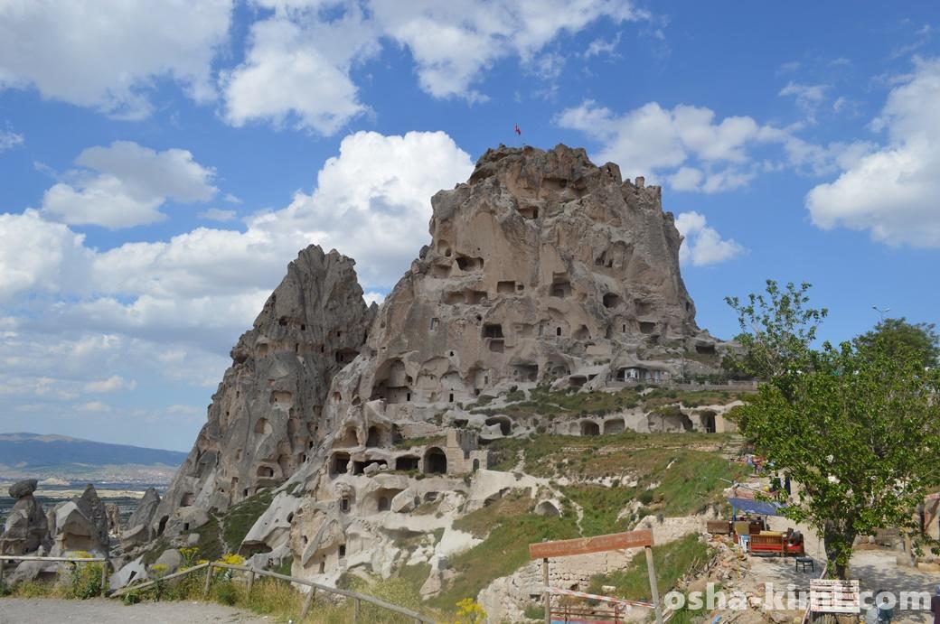 坂をのぼってウチヒサル城へ