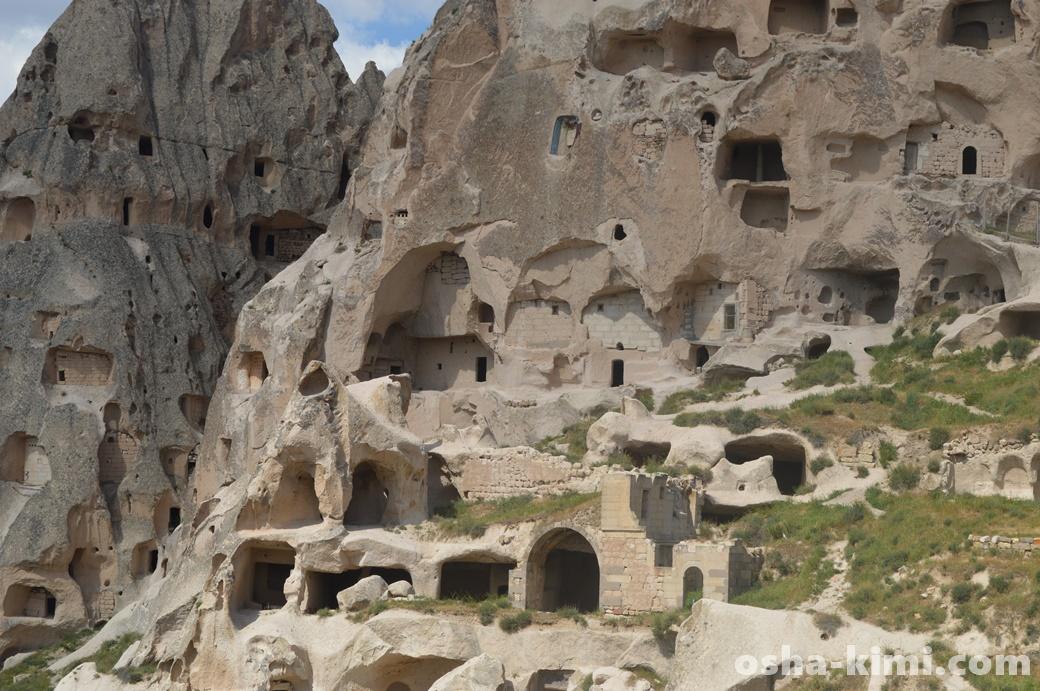 部分的に崩れているウチヒサル城