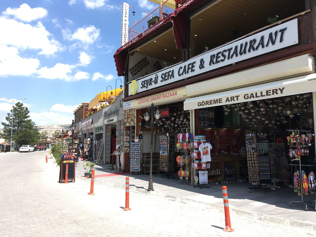 ギョレメの土産屋とレストラン