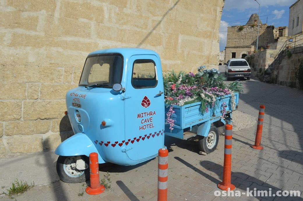 お花を運ぶ三輪車